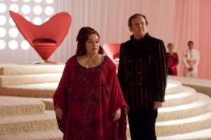 Kathy Bates (as the Queen of Hearts) and Colm Meaney (as the King of Hearts) in The Syfy Channel's Alice. Photo by James Dittiger and copyright of The Syfy Channel